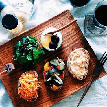 野菜スティックとマヨネーズディップ梅かつおで野菜ディップ